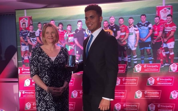 Ben Thomas wins Principality Premiership Best Newcomer award